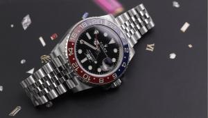 GMT Watch: The Perfect Timepiece For the Globetrotter